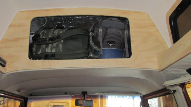 CE_front_bulkhead_with_luggage.jpg